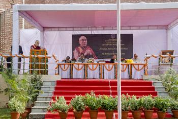 Далай-лама прочел лекцию в Университете им. Джавахарлала Неру