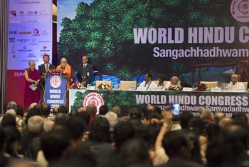 Далай-лама стал почетным гостем на первом Всемирном конгрессе индуистов