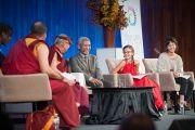 Его Святейшество Далай-лама беседует со студентами Массачесетского технологического института в рамках программы SPARK 2014. Кембридж, штат Массачусетс, США. 31 октября 2014 г. Фото: Brian Lima