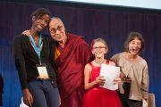 Его Святейшество Далай-лама с участниками обсуждения, проводившегося в Массачусетском технологическом институте в рамках программы SPARK 2014, которая организована Центром за этику и ценности, ведущие к трансформации, действующий под эгидой Далай-ламы. Кембридж, штат Массачусетс, США. 31 октября 2014 г. Brian Lima