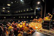 Вид со сцены в зал Манхэттен-центра во время учений Его Святейшества Далай-ламы. США, Нью-Йорк. 2 ноября 2014 г. Фото: Сонам Зоксанг