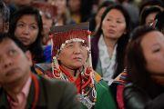 Тибетцы слушают Его Святейшество Далай-ламу во время встречи в Джавитс-центре. Нью-Йорк, США. 5 ноября 2014 г. Фото: Сонам Зоксанг