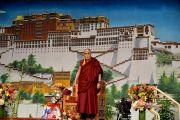 Его Святейшество Далай-лама обращается к тибетцам, собравшимся в Джавитс-центре. Нью-Йорк, США. 5 ноября 2014 г. Фото: Сонам Зоксанг
