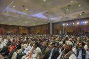 Более 1800 делегатов из 50 стран слушают выступление Его Святейшества Далай-ламы на открытии 1-го Всемирного индуистского конгресса. Дели, Индия. 21 ноября 2014 г. Фото: Тензин Чойджор (офис ЕСДЛ)