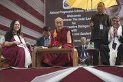 Его Святейшество Далай-лама отвечает на вопросы аудитории в школе Спрингдейлз. Дели, Индия. 22 ноября 2014 г. Фото: Тензин Чойджор (офис ЕСДЛ)