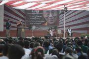 Его Святейшество Далай-лама обращается к ученикам и преподавателям школы Спрингдейлз. Дели, Индия. 22 ноября 2014 г. Фото: Тензин Чойджор (офис ЕСДЛ)