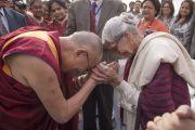 Его Святейшество Далай-лама с участниками встречи в школе Спрингдейлз. Дели, Индия. 22 ноября 2014 г. Фото: Тензин Чойджор (офис ЕСДЛ)