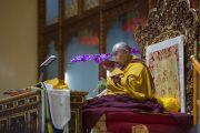 Его Святейшество Далай-лама во время открытия конференции, посвященной 600-летию дарования Чже Цонкапой четырехчастного комментария к Гухьясамаджа-тантре, в тантрическом университете Гьюто. Сидхбари, штат Химачал-Прадеш, Индия. 29 ноября 2014 г. Фото: Тензин Чойджор (офис ЕСДЛ)