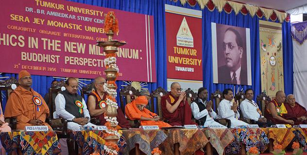 Далай-лама принял участие в конференции в университете Тумкура