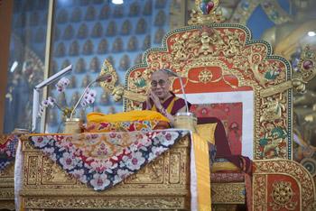 В монастыре Ганден Джангце прошел второй день учений Далай-ламы по ламриму