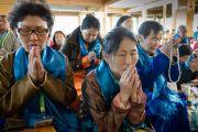 Дээрхийн Гэгээнтэн Далай Лам морилон ирэхэд Монголчууд сүслэн залбирч байгаа нь. Энэтхэг, Дарамсала. 2014.12.02. Зургийг Тэнзин Чойжор (ДЛО)