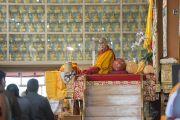 Первый день учений Его Святейшества Далай-ламы по 18 коренным текстам и комментариям традиции Ламрим в монастыре Ганден Джангце. Мундгод, Индия. 23 декабря 2014 г. Фото: Тензин Чойджор (офис ЕСДЛ)