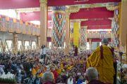 Его Святейшество Далай-лама выступает на церемонии, посвященной 55-летию со дня первых учений, дарованных им в изгнании в Таванге. Мундгод, Индия. 26 декабря 2014 г. Фото: Тензин Чойджор (офис ЕСДЛ)