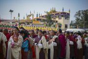 У ворот в монастырь Ганден Джангце в начале завершающего дня учений Его Святейшества Далай-ламы. Мундгод. Индия. 28 декабря 2014 г. Фото: Тензин Чойджор (офис ЕСДЛ)
