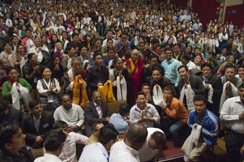 Первый день нового года Далай-лама провел в Гуджарате