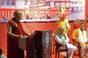 """Его Святейшество Далай-лама выступает с лекцией о светской этике в зале """"Ганеш Кала Крида"""". Пуна, штат Махараштра, Индия. 31 декабря 2014 г. Фото: Джереми Рассел (офис ЕСДЛ)"""