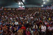 """В зале """"Ганеш Кала Крида"""" во время лекции Его Святейшества Далай-ламы о светской этике. Пуна, штат Махараштра, Индия. 31 декабря 2014 г. Фото: Джереми Рассел (офис ЕСДЛ)"""