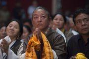 На встрече Его Святейшества Далай-ламы с тибетцами, живущими и работающими в штате Гуджарат. Сурат, штат Гуджарат, Индия. 1 января 2015 г. Фото: Тензин Чойджор (офис ЕСДЛ)