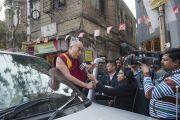 Его Святейшество Далай-лама отвечает на вопросы журналистов перед отъездом из дома матери Терезы. Калькутта, штат Западная Бенгалия, Индия. 12 января 2015 г. Фото: Тензин Чойджор (офис ЕСДЛ)