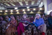 Во время лекции Его Святейшества Далай-ламы в Университете президентства. Калькутта, штат Западная Бенгалия, Индия. 13 января 2015 г. Фото: Тензин Чойджор (офис ЕСДЛ)