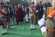 Его Святейшество Далай-лама входит в женский колледж Калинди делийского университета. Нью-Дели, Индия. 28 января 2015 г. Фото: Тензин Чойджор (офис ЕСДЛ)