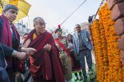 Его Святейшество Далай-лама и вице-ректор делийского университета Динеш Сингх торжественно открывают новую аудиторию в женском колледже Калинди. Нью-Дели, Индия. 28 января 2015 г. Фото: Тензин Чойджор (офис ЕСДЛ)