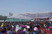 """Вид на сцену в женском колледже Калинди во время лекции Его Святейшества Далай-ламы """"Сострадание и образование"""". Нью-Дели, Индия. 28 января 2015 г. Фото: Тензин Чойджор (офис ЕСДЛ)"""