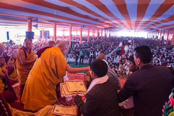В Санкисе Далай-лама завершил учения по «Дхаммападе»