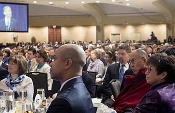 Его Святейшество Далай-лама стал почетным гостем на ежегодном Национальном молитвенном завтраке