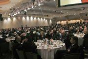 Гости на международном обеде в рамках форума Национальный молитвенный завтрак слушают Его Святейшество Далай-ламу.  Вашингтон, округ Колумбия, США. 3 февраля 2015 г. Фото: Джереми Рассел (офис ЕСДЛ)