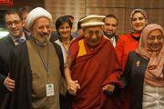 """Его Святейшество Далай-лама и другие участники встречи с представителями мусульманского сообщества Соединенных Штатов, озаглавленной """"Служение в действии"""". Вашингтон, округ Колумбия, США. 3 февраля 2015 г. Фото: Джереми Рассел (офис ЕСДЛ)"""