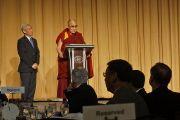Его Святейшество Далай-лама обращается к гостям международного обеда в рамках форума Национальный молитвенный завтрак.  Вашингтон, округ Колумбия, США. 3 февраля 2015 г. Фото: Джереми Рассел (офис ЕСДЛ)