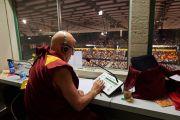 Матье Рикар переводит учений Его Святейшества Далай-ламы на французский язык. Базель, Швейцария. 7 февраля 2015 г. Фото: Оливье Адам.