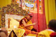 """Его Святейшество Далай-лама дарует учения по сочинению Нагарджуны """"Толкование бодхичитты"""". Базель, Швейцария. 7 февраля 2015 г. Фото: Оливье Адам."""