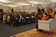 Его Святейшество Далай-лама встречается с пожилыми тибетцами, живущими в Швейцарии, после окончания учений. Базель, Швейцария. 7 февраля 2015 г. Фото: Джереми Рассел (офис ЕСДЛ).
