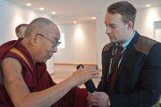 Его Святейшество Далай-лама отвечает на вопросы журналистов в конференц-центре Кларион, куда он приехал, чтобы встретиться со студентами, участниками международного студенческого фестиваля. Тронхейм, Норвегия. 9 февраля 2015 г. Фото: Джереми Рассел (офис ЕСДЛ).