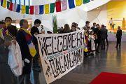 Участники международного студенческого фестиваля в Тронхейме (ISFiT) ожидают прибытия Его Святейшества Далай-ламы в конференц-центр Кларион. Тронхейм, Норвегия. 9 февраля 2015 г. Фото: foto.samfundet.no.