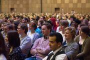 Студенты - участники международного студенческого фестиваля в Тронхейме слушают выступление Его Святейшества Далай-ламы. Тронхейм, Норвегия. 9 февраля 2015 г. Фото: foto.samfundet.no.
