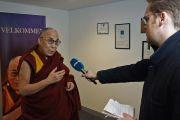 Его Святейшество Далай-лама отвечает на вопросы датского журналиста. Копенгаген, Дания. 10 февраля 2015 г. Фото: Джереми Рассел (офис ЕСДЛ).