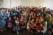 Его Святейшество Далай-лама фотографируется на память с тибетцами, живущими в Дании и соседних странах. Копенгаген, Дания. 10 февраля 2015 г. Фото: Джереми Рассел (офис ЕСДЛ).