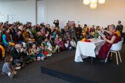Его Святейшество Далай-лама встречается с тибетцами, живущими в Дании и соседних странах, в первый день своего визита в Копенгаген. Копенгаген, Дания. 10 февраля 2015 г. Фото: Джереми Рассел (офис ЕСДЛ).