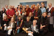 Его Святейшество Далай-лама фотографируется с членами организационного комитета его визита и групп поддержки Тибета. Копенгаген, Дания. 10 февраля 2015 г. Фото: Джереми Рассел (офис ЕСДЛ).