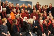 Его Святейшество и группа волонтеров, участвовавших в подготовке и проведении его визита. Дания, Копенгаген. 11 февраля 2015 г. Фото: Джереми Рассел (офис ЕСДЛ).