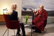 Его Святейшество Далай-лама дает интервью Мете Хибель с телеканала DR1. Дания, Копенгаген. 11 февраля 2015 г. Фото: Оливье Адам.