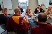 Его Святейшество Далай-лама на встрече с датскими религиозными лидерами. Дания, Копенгаген. 11 февраля 2015 г. Фото: Оливье Адам.