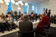 Его Святейшество Далай-лама отвечает на вопросы журналистов во время пресс-конференции. Дания, Копенгаген. 11 февраля 2015 г. Фото: Оливье Адам.