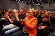 Слушатели аплодируют Его Святейшеству Далай-ламе по завершении лекции. Дания, Копенгаген. 11 февраля 2015 г. Фото: Оливье Адам.