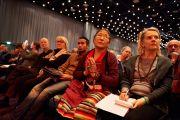 """В зале конференц-центра """"Белла"""" во время учений Его Святейшества Далай-ламы. Копенгаген, Дания. 12 февраля 2015 г. Фото: Оливье Адам."""