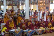 Монахи монастыря Намгьял проводят ритуал подношения пуджи долгой жизни Его Святейшеству Далай-ламе. Дхарамсала, Индия. 24 февраля 2015 г. Фото: Тензин Чойджор (офис ЕСДЛ)