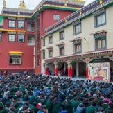 В Шераблинге Далай-лама даровал посвящение долгой жизни и провел учения по сочинению Атиши «Светоч на пути к пробуждению»